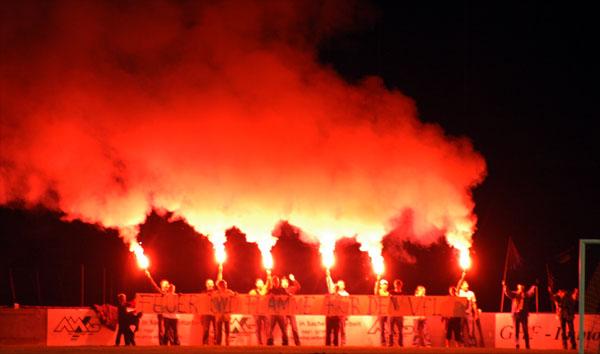 Feuer und Flamme für den VfL! Aktion beim Spiel gegen Spelle.